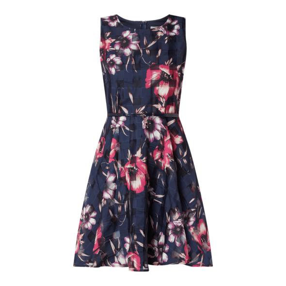 Kleid aus Organza mit Taillengürtel